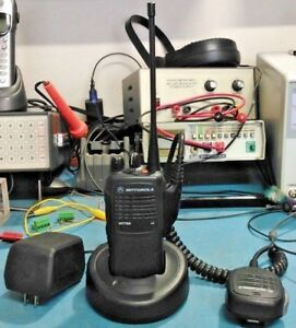 Motorola Ht750 Uhf Portable 403 470mhz With Battery Speaker mic And Charger