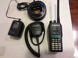 Motorola Ht1250 Vhf Two way Handheld Radio Aah25kdh9aa6an Charger Mic Antenna