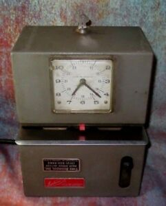 Lathem Mechanical Time Clock Heavy Duty High Volume 2121 With Key Works Well