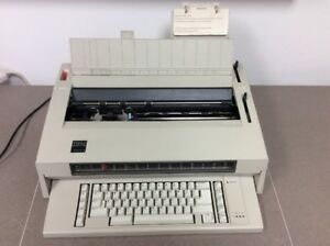 Vintage Ibm Wheelwriter 3 Second Edition Electronic Typewriter Made In Usa 141s