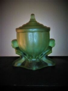 Art Deco 1930 Green Satin Glass Nudes Museum Quality