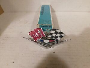 3872930 62 63 64 65 66 Corvette Nos Cross flags Emblem