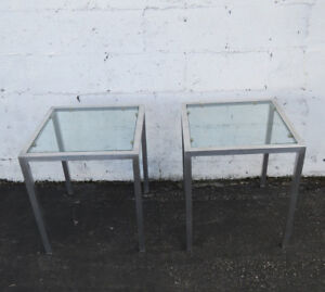 Mid Century Hollywood Regency Pair Of Square Aluminum Glass Side End Tables 9177