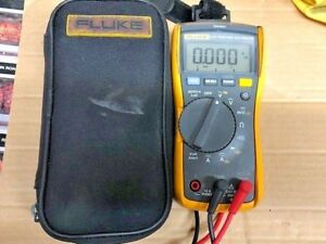 Fluke 117 True Rms Digital Multimeter With Accessories