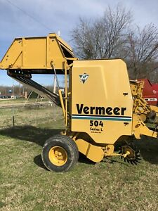 Vermeer 504 Series L Round Baler good Condition Makes Beautiful 4x5 Bales Twine