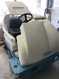 Tennant 7300 Riding Floor Scrubber