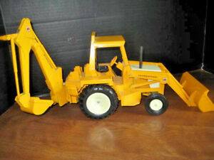 Ertle International1972 Backhoe And Front End Loader All Metal 52040 18 1 2