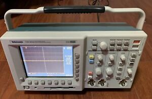 Tektronix Tds 3032 Two Channel Color Digital Phosphor Oscilloscope