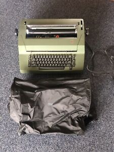 Vintage Ibm Correcting Selentric Ii Typewritter With Dust Cover