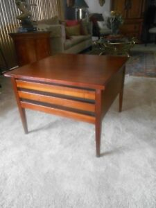 Awesome Vintage Mid Century Modern Dillingham Esprit Walnut Side End Table
