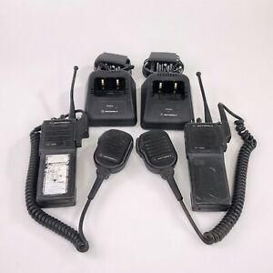 Lot Of 2 Motorola Ht1000 Uhf 403 470 Mhz 16 Channel Radio W charger