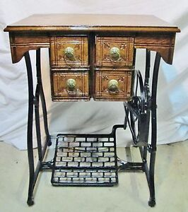 Treadle Table 1800 S