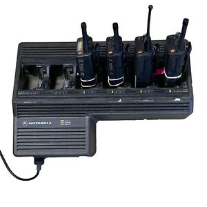 Motorola Ntn1177c 6 Bank Gang Charger Plus Three Ht1000 And One Mt2000