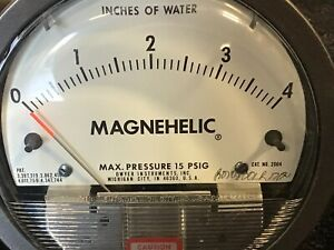 Dwyer Magnehelic Pressure Gauge 0 4 15psig Inches Of Water Model 2004