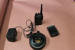 Motorola Ex500 Uhf 16 Channels 136 174 Mhz Ham With Charger Battery Belt Clip
