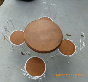 Vintage Antique Childs Icecream Table And Chairs Play Set