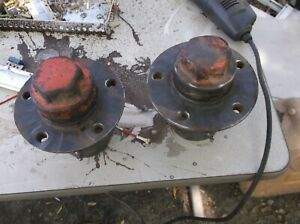 Unstyled Allis Chalmers Wc Front Hubs With Cap And Outer Bearings 31672r