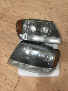 Pair Of 1999 2004 Jeep Grand Cherokee Or Laredo Headlight Assemblies