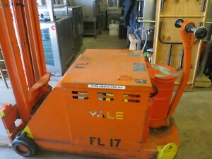 Yale 3000lb Cap 10ft Electric Fork Lift W battery Charger