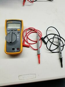 Fluke 114 Electrical Meter True Rms Multimeter With New Leads