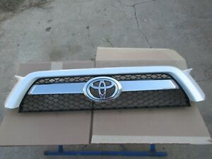 2011 2012 2013 Toyota 4runner Front Upper Grill Grille
