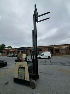 Crown Rc3020 35 Stand up Electric Forklift Sideshift Retractable Top