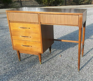 Mid Century Modern Walnut 4 Drawer Desk With Laminate Top Mcm Free Shipping