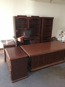 6 Piece Executive Office Desk Set With Credenza Shelfs And Cabinets Walnut Lam