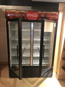 True Gdm 49 Glass Two 2 Door Beverage Merchandiser Reach In Refrigerator Cooler