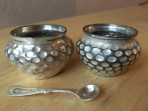 Vintage Meriden Britannia Quadruplate Silverplate Salt Cellars 2 And One Spoon