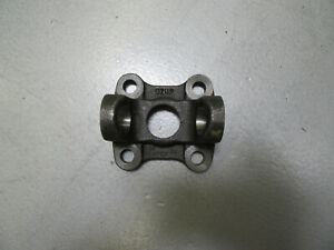 Dana Spicer 2 2 939 Flange Yoke 1310 For Ford 7 5 8 8 Small Pattern 2 5 x2 5