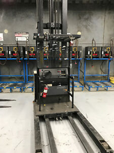 crown Electric Fork Lift With Battery Charger Big Saving Well Maintain