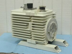 Leybold heraeus Trivac D30a Dual Stage Rotary Vacuum Pump