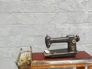 Industrial Sewing Machine Singer 241 12 light Leather