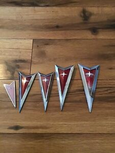 Pontiac Arrow Emblem Lot