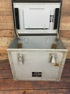 An urm 64 Signal Generator Box For Wwii Us Navy Display Trunk Storage Box Cy 686