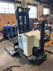 Prime Mover 3000lb Capacity Electric Straddle Stacker