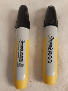 Lot Of 2 Sharpie Professional Chisel Tip Permanent Markers black