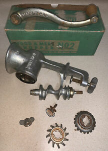 Vintage Universal No 2 Hand Crank Iron Meat Grinder Food Chopper With Box