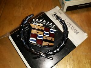 1962 1966 70 Cadillac Eldorado Fleetwood 1 4 Panel Crest Or Wreath Emblem Nos