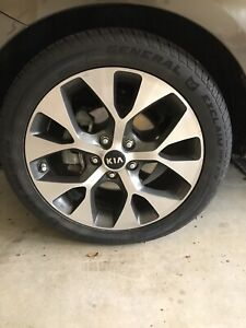 82012 Kia Soul Exclaim Accessories Wheels And Tires Excellent Condition 18 X 7 5