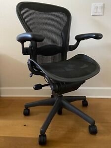 Herman Miller Aeron Chair Size B Adjustable Office Seating Work desk Chair