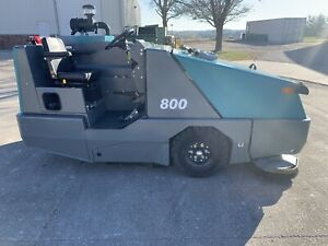 2016 Tennant 800 29 Hours Industrial Ride on Floor Sweeper Scrubber Rider