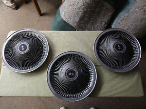 1968 Late 1973 Corvette P02 Hubcaps Used 1969 1970 Set Of 3