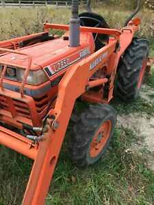 Kubota L2850 4 X 4 Tractor With Bf 500 Loader