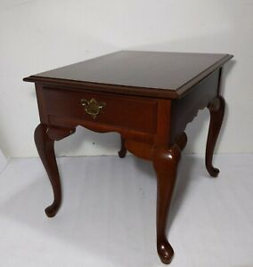 Vintage Broyhill Queen Anne Cherry Wood End Table Chippendale