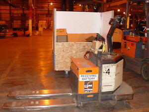 Crown 6 000 Capacity 24v Electric Rider Pallet Truck Mdl Pe3520 60