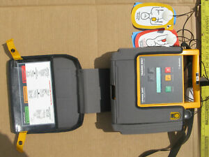 Aed Training Defibrilllator Lifepak 500t Medtronic w Case Remote Pads Electrod