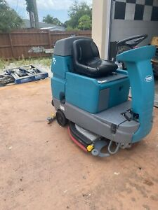 2018 Tennant T7 32 Rider Floor Scrubber Machine