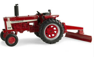 Ert44084 Tractor International Hydro 70 With Its Blades Rear